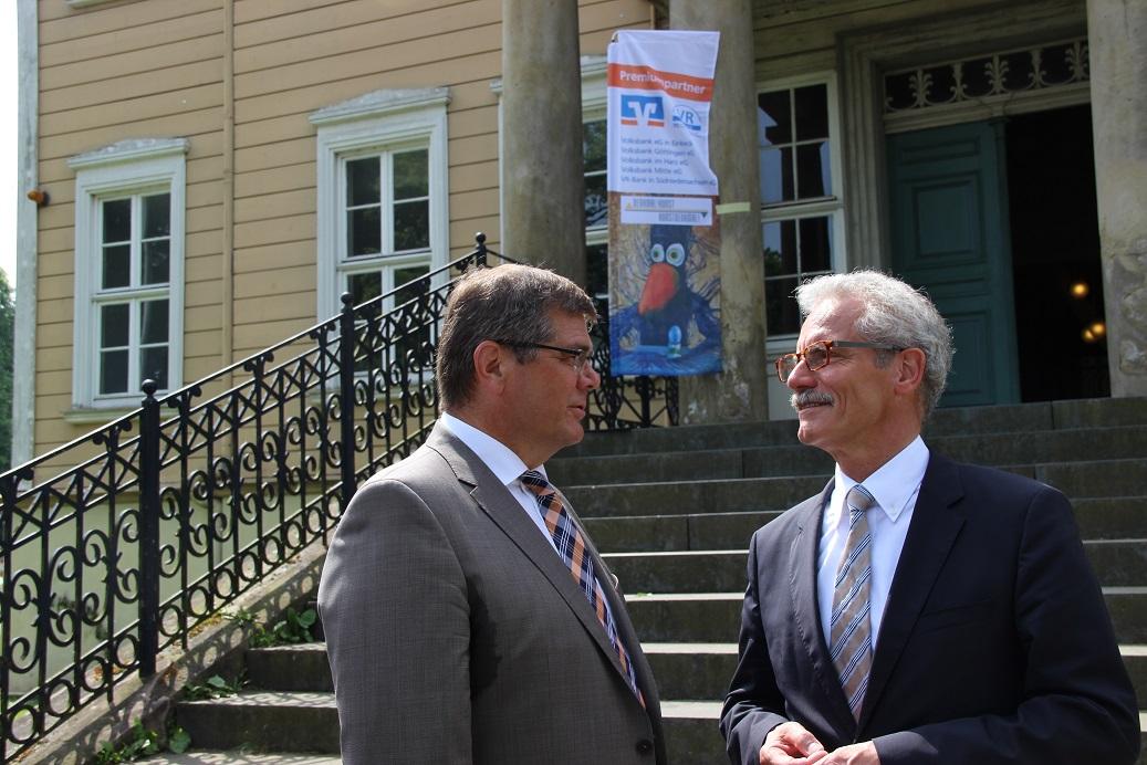Folkert Groeneveld, Vorstandsvorsitzender der VR-Bank und Harald Lesch, Vorstand der VR-Stiftung
