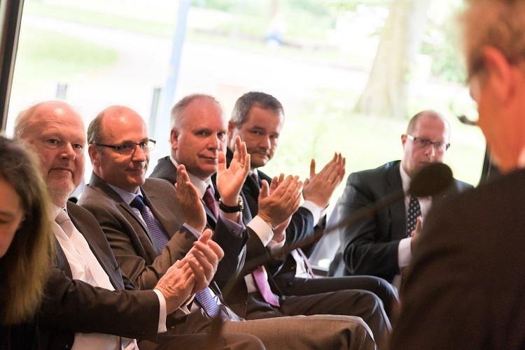 Vorstände der beteiligten Volksbanken freuen sich über die Premiumpartnerschaft