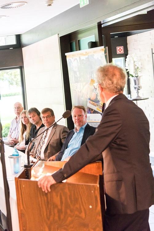Harald Lesch berichtet über den einzigartigen Zusammenschluss der 5  Banken in der Geschichte der VR-Stiftung