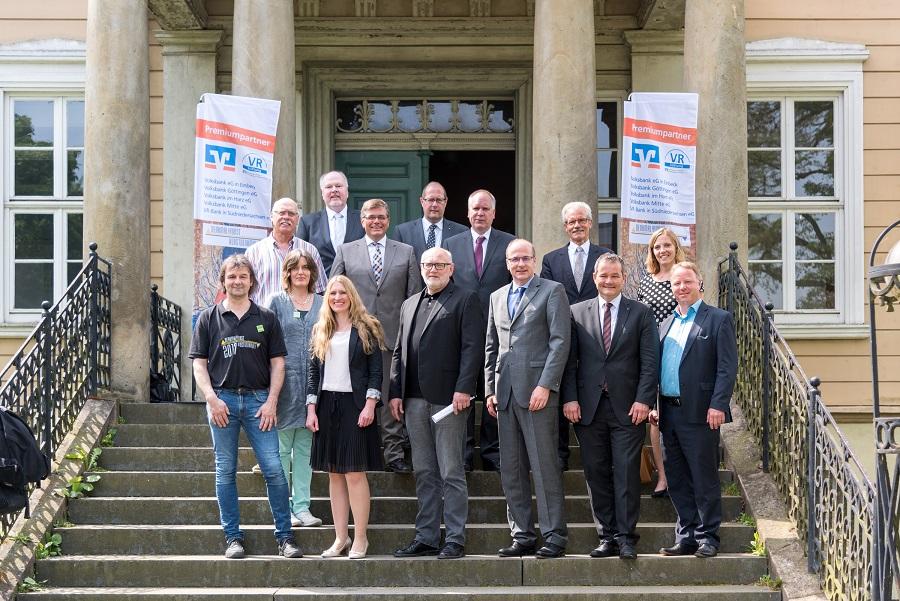 Vertreter der Premiumpartner-Banken, der VR-Stiftung und des Festivals